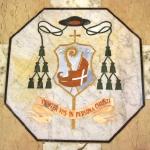 Stemma del Vescovo Mons. Paolo Magnani - intarsio marmoreo (1995)